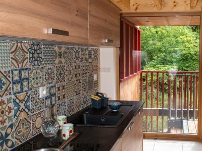 vu vers la terrasse avec très grande baie vitrée