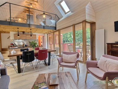 vu salon vers cuisine et terrasse